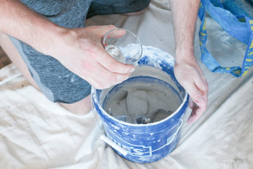 Mixing up thinset mortar for tiling