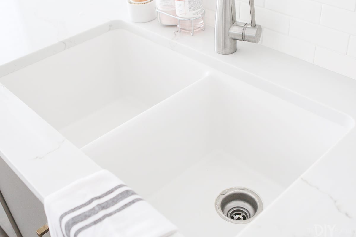 A quartz double-sink in the color Ricotta.
