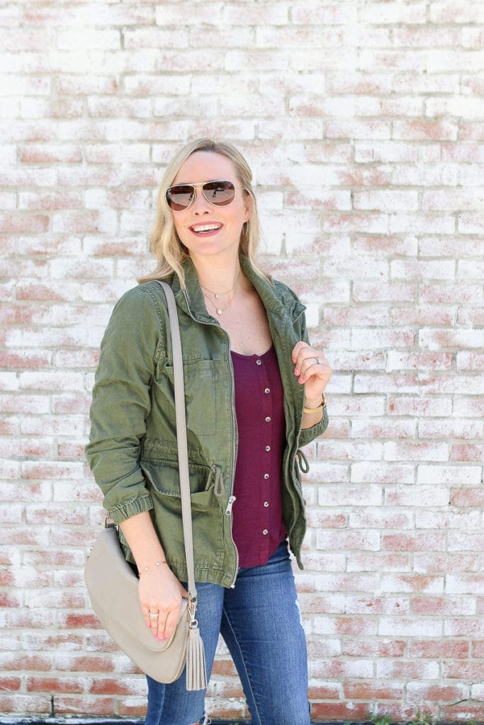 This crossbody bag goes perfectly with this fall look