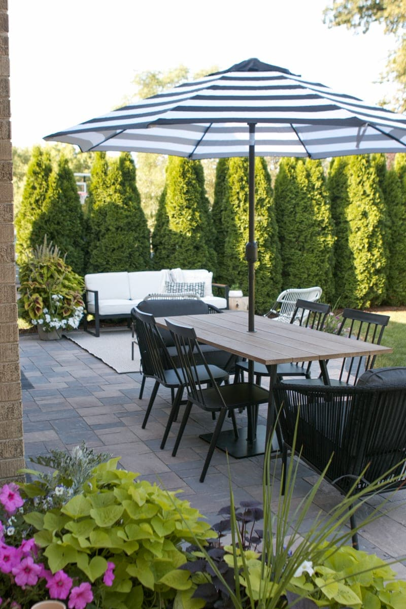 Figuring out the perfect outdoor furniture layout for your backyard