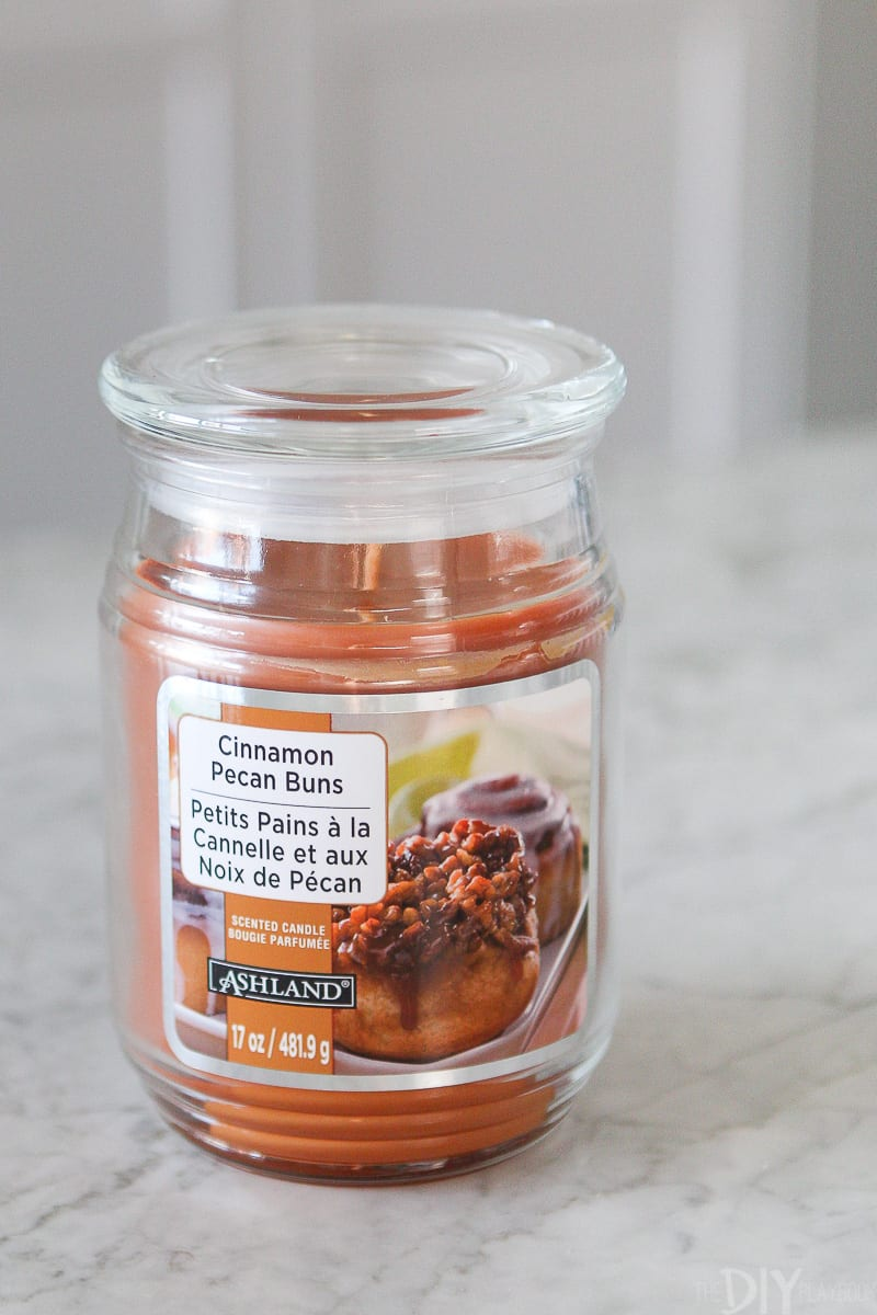 cinnamon pecan buns candle for fall