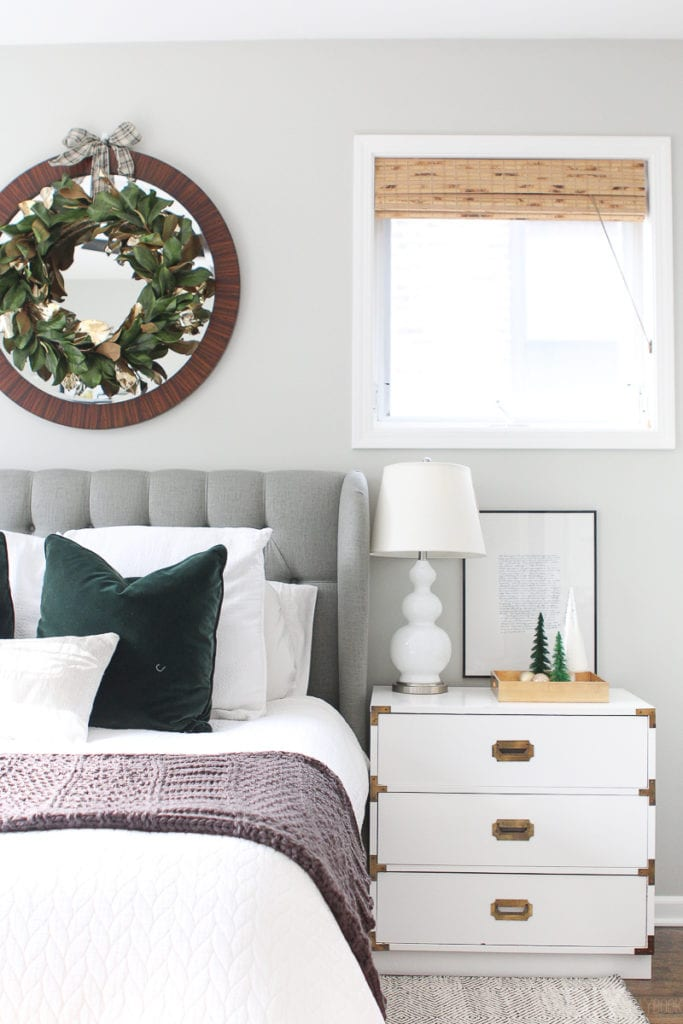 Tips to decorate your bedroom for the holidays