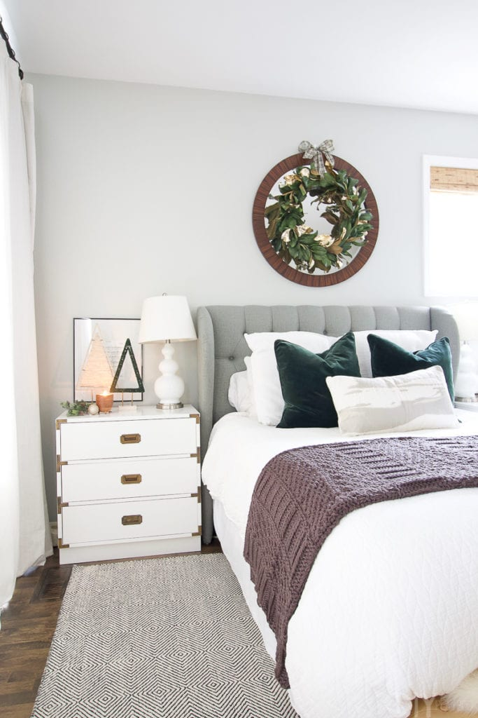 How to decorate your bedroom for the holidays