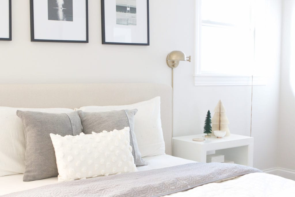 easy tips for decorating your bedroom for the holidays