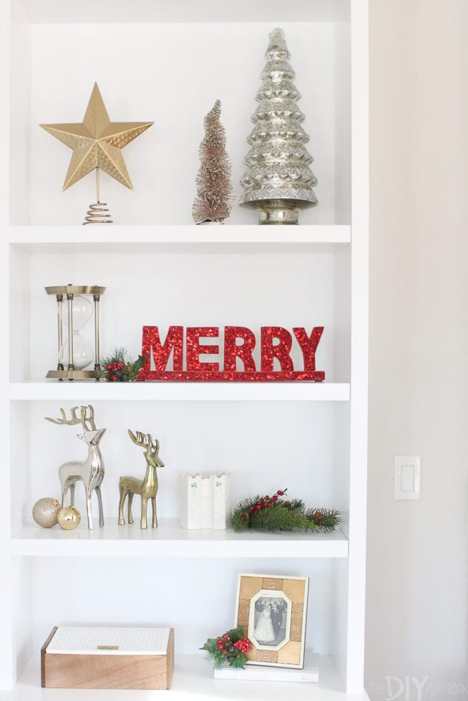 Decorating built-in shelves for the holidays