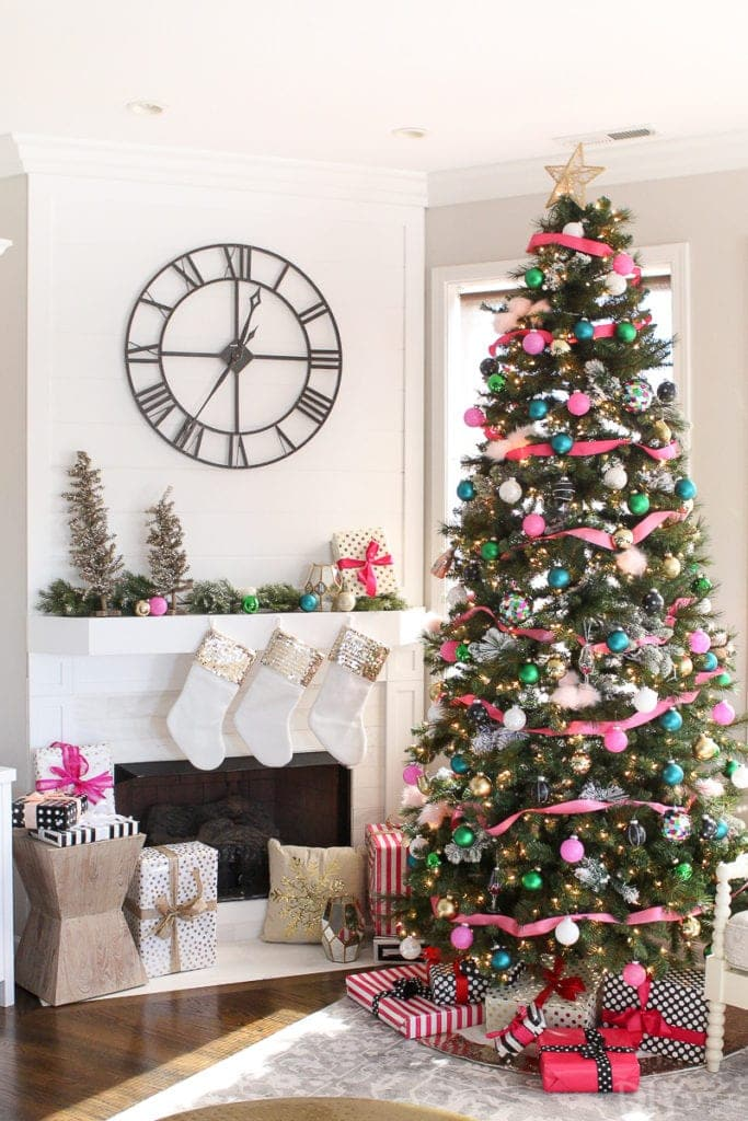 Tips to create a colorful Christmas tree look