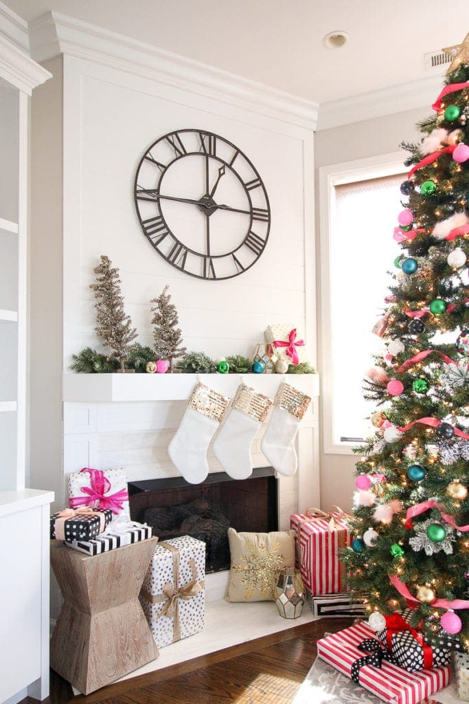 How to create a colorful and girly Christmas tree look