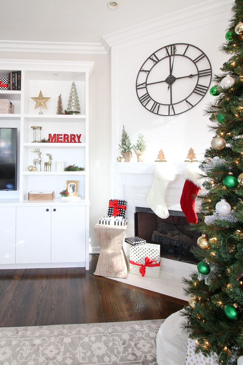 How to decorate a living room for the holidays