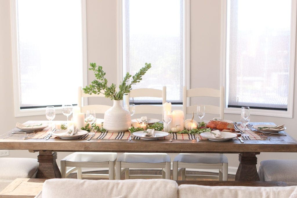 A neutral Thanksgiving tablescape ready the holiday