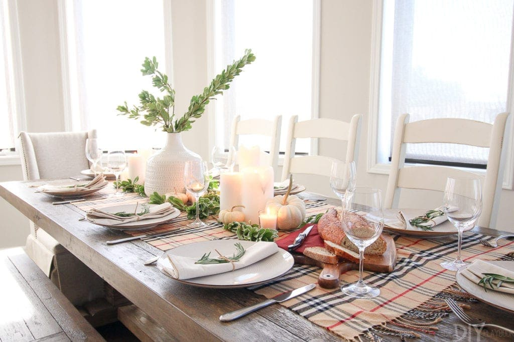 A simple Thanksgiving tablescape for the holidays