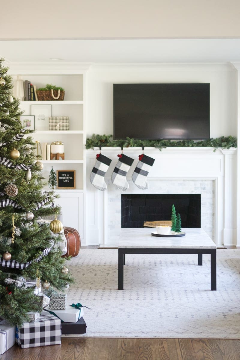 Tips to decorate fireplace mantel for holidays