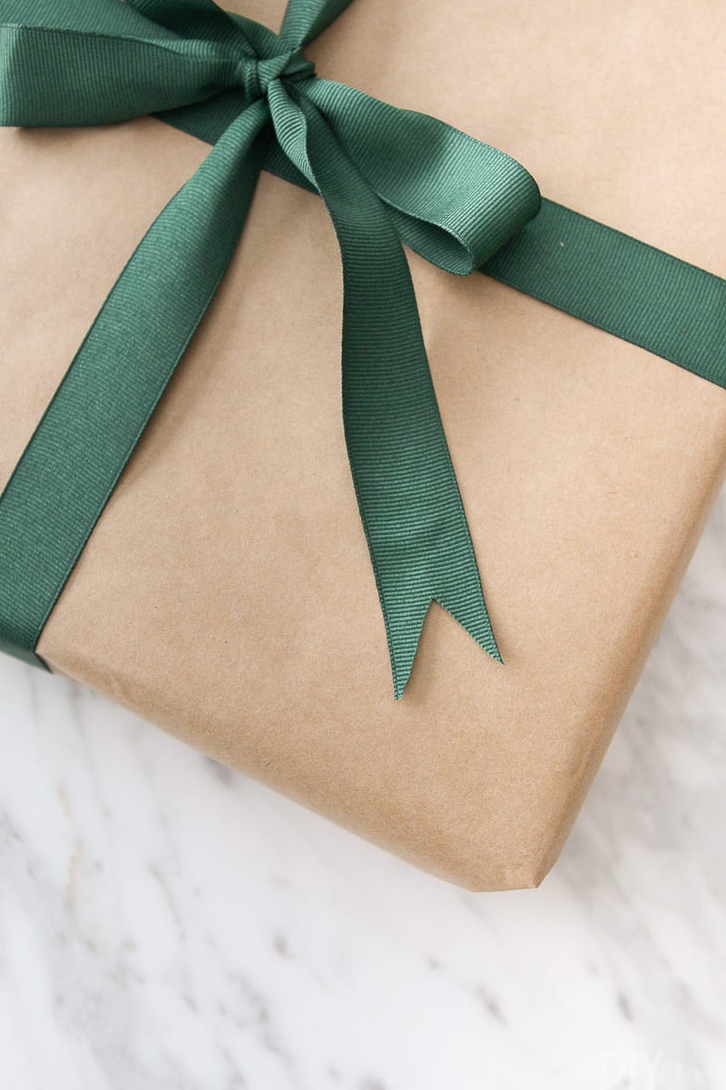 How to cut ribbon when wrapping a present