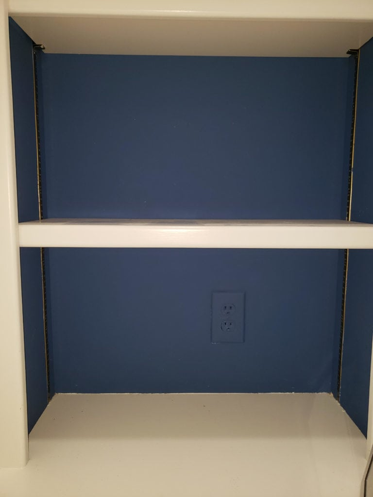 Reader SOS Blue built-in bookshelves