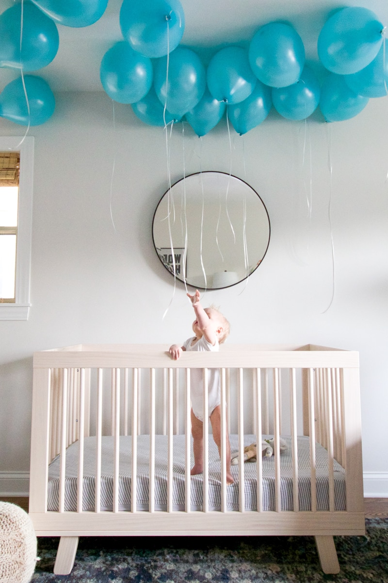 balloons in crib