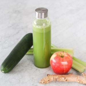 Celery juice recipe with ginger, apple, cucumber