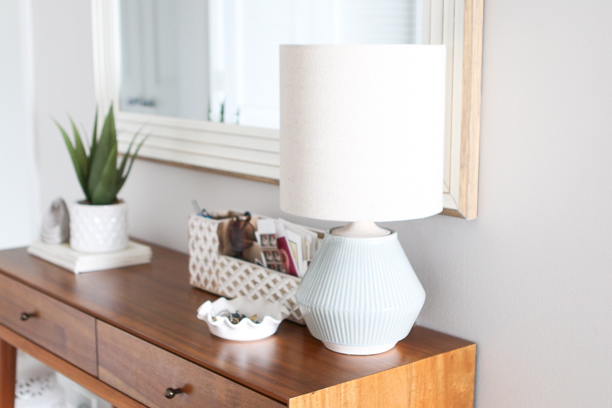 Adding a table lamp and mirror to your entryway