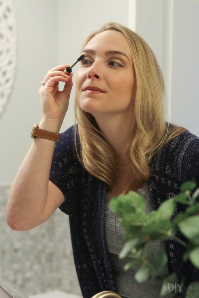 Applying mascara to your lashes