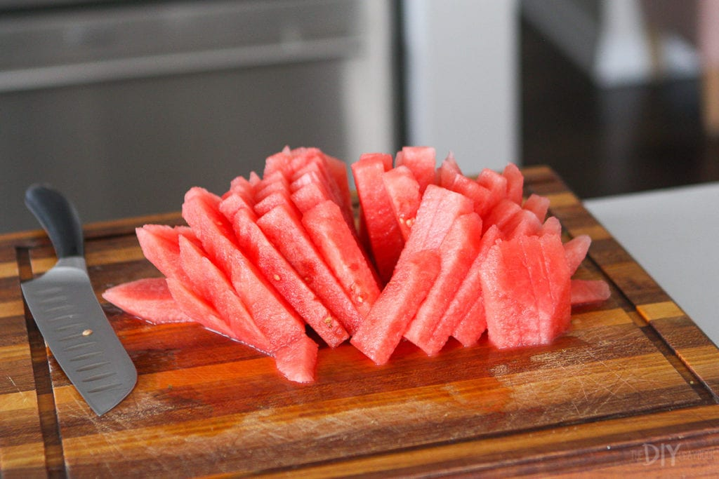 How to cut a watermelon into small pieces