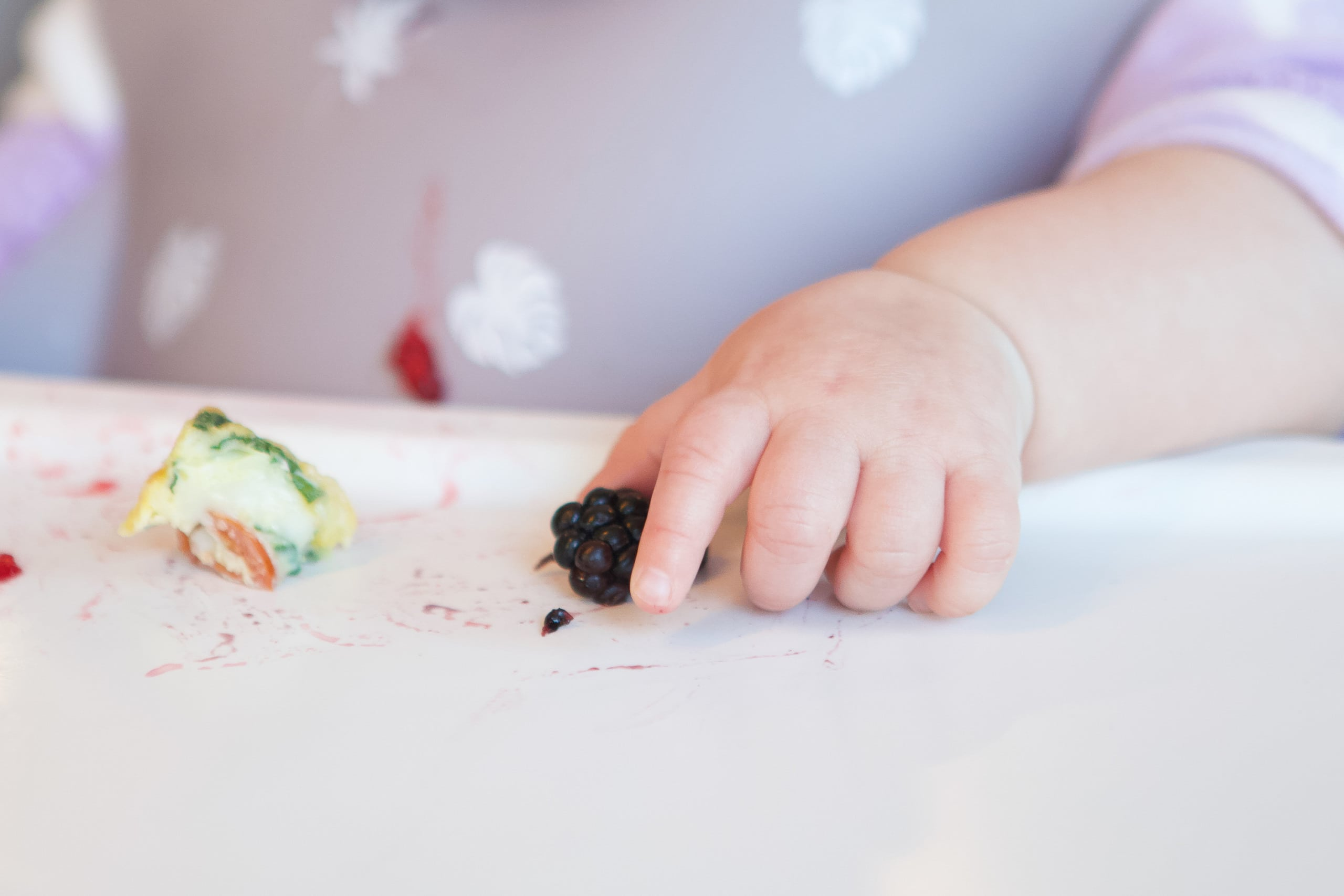 Tips to get your baby to use the pincer grab with baby led weaning