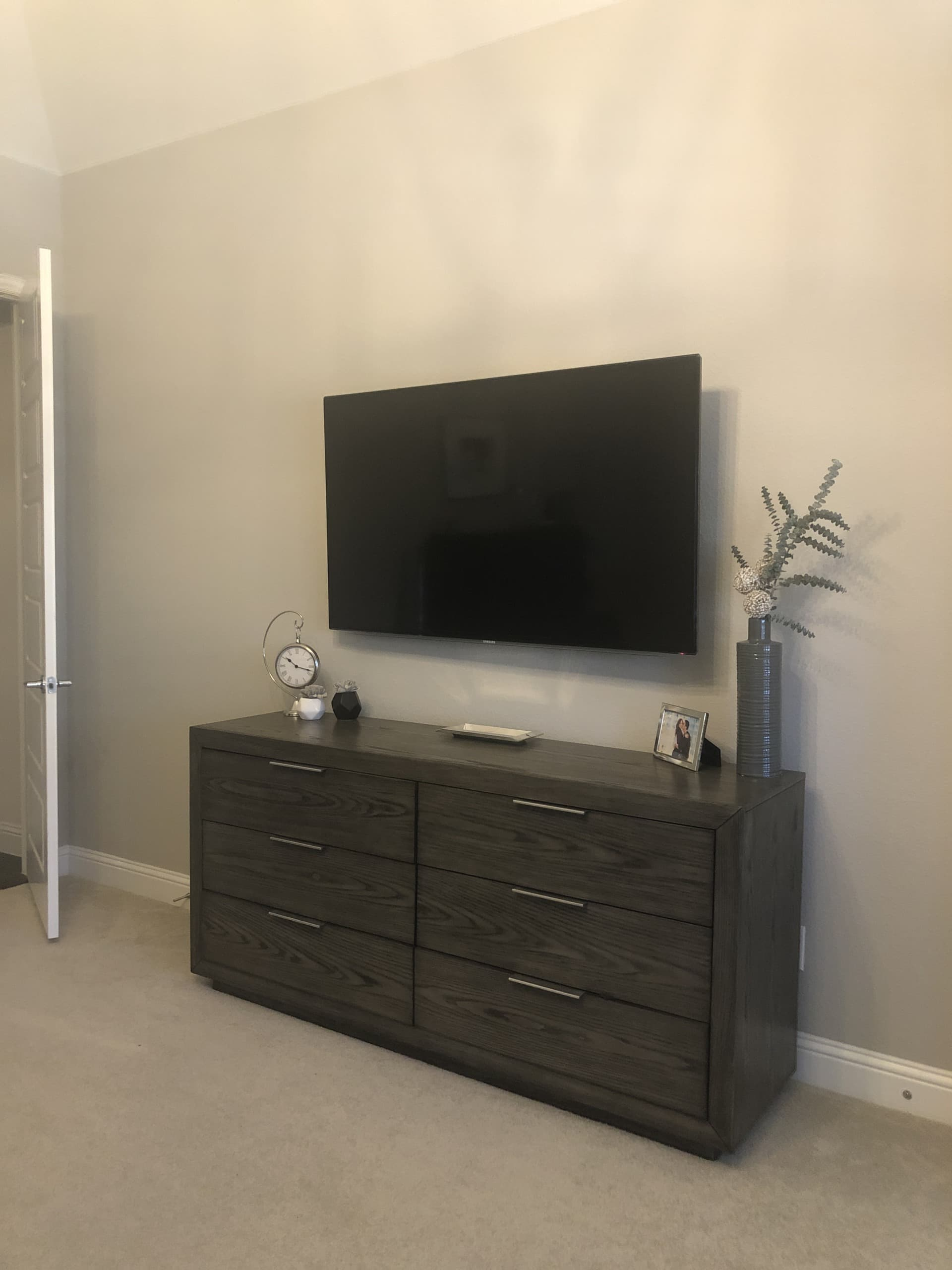 TV wall for reader sos