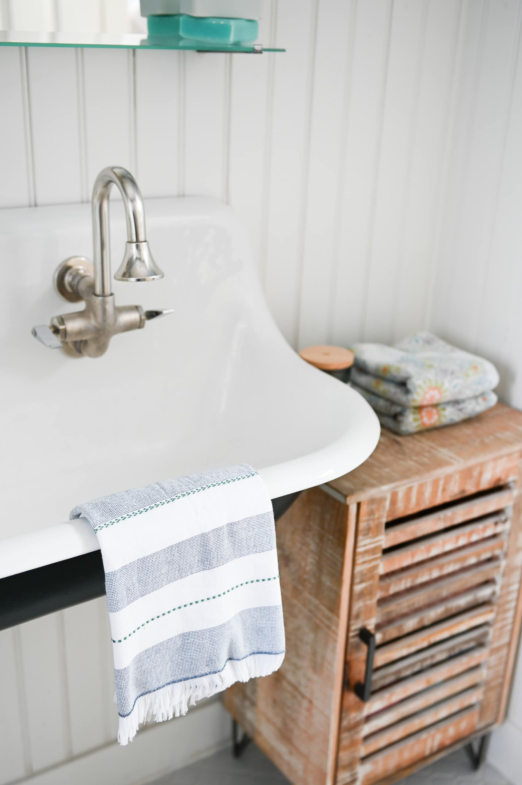 Floating vanity sink