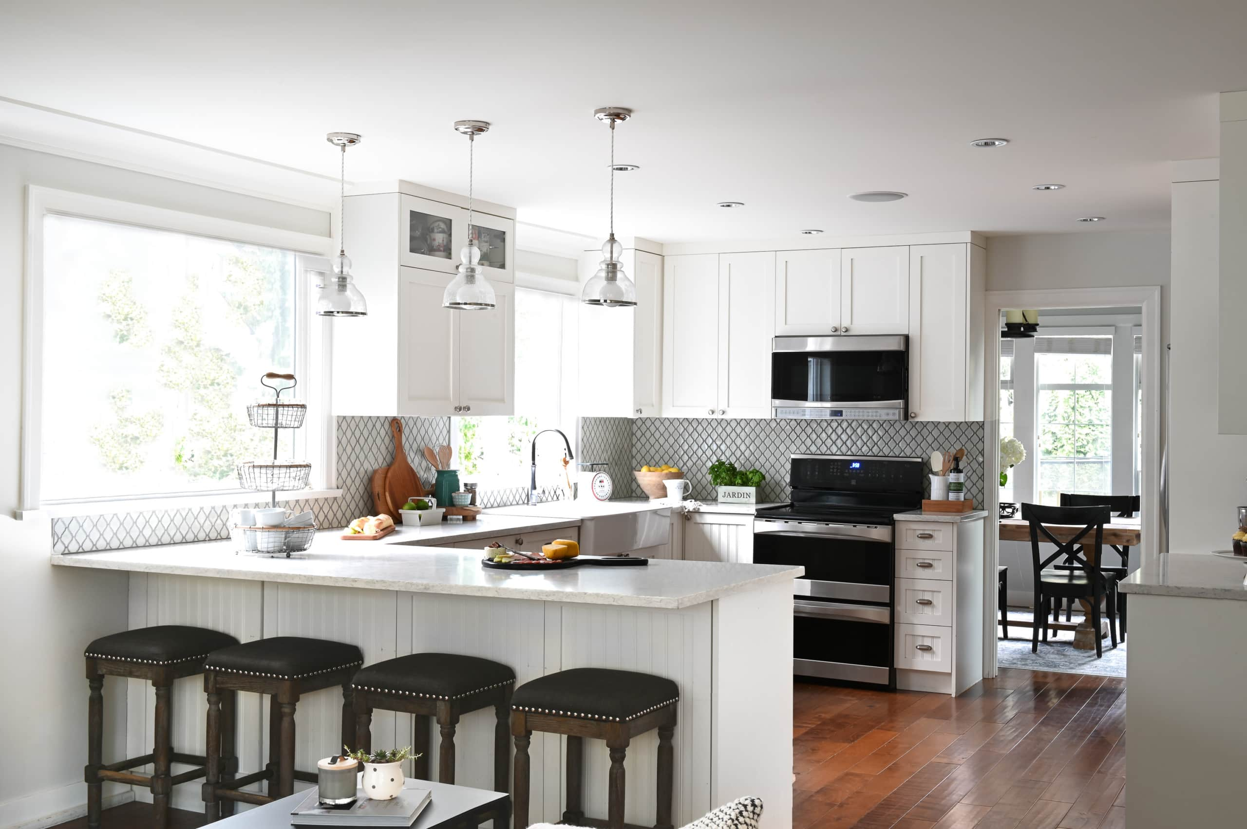 White and bright kitchen