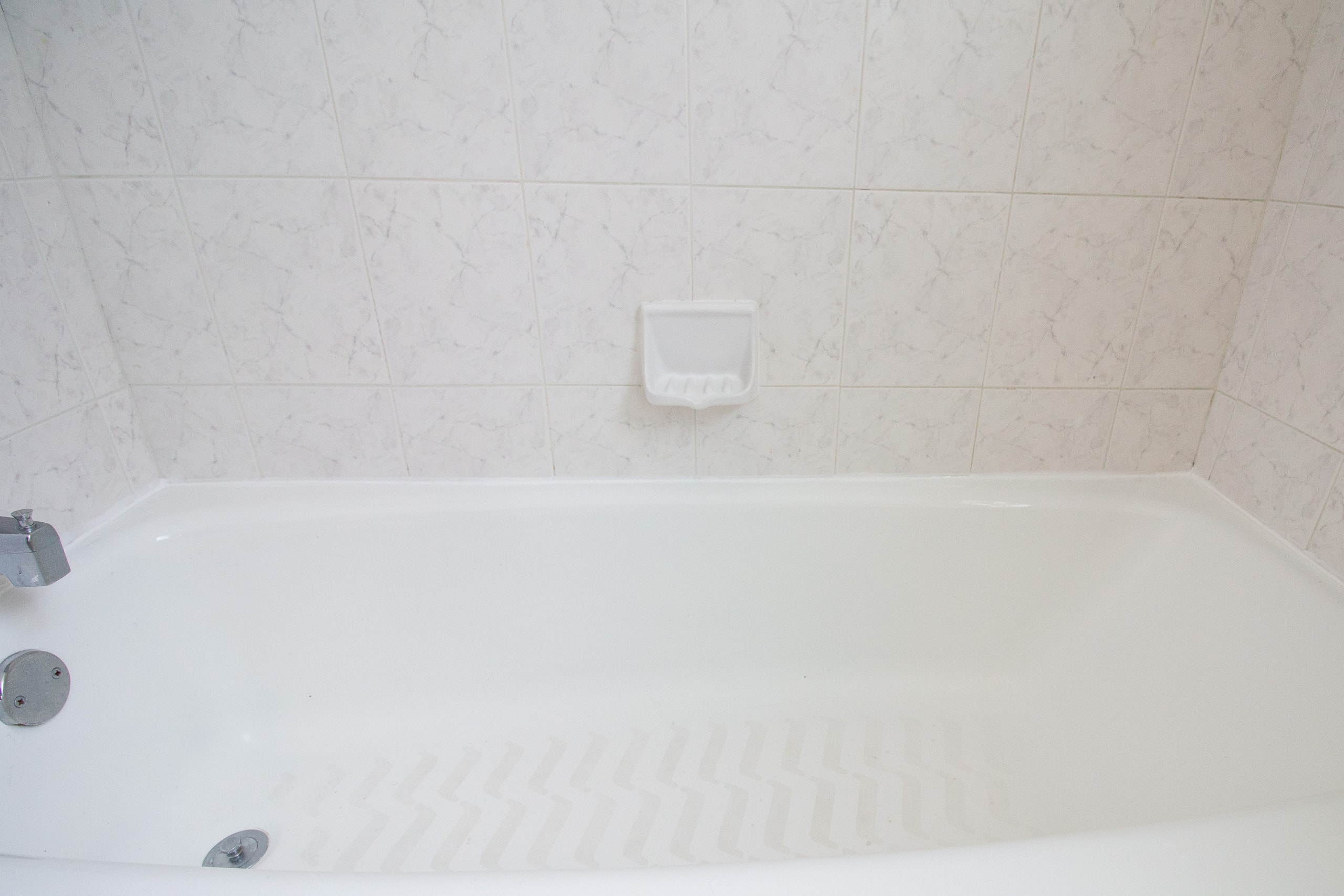 Our best tips to recaulk an old bathtub in your home