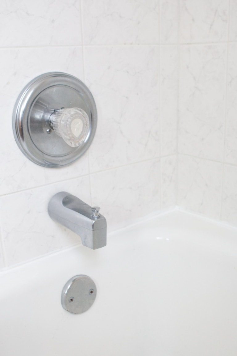 how to recaulk a bathtub