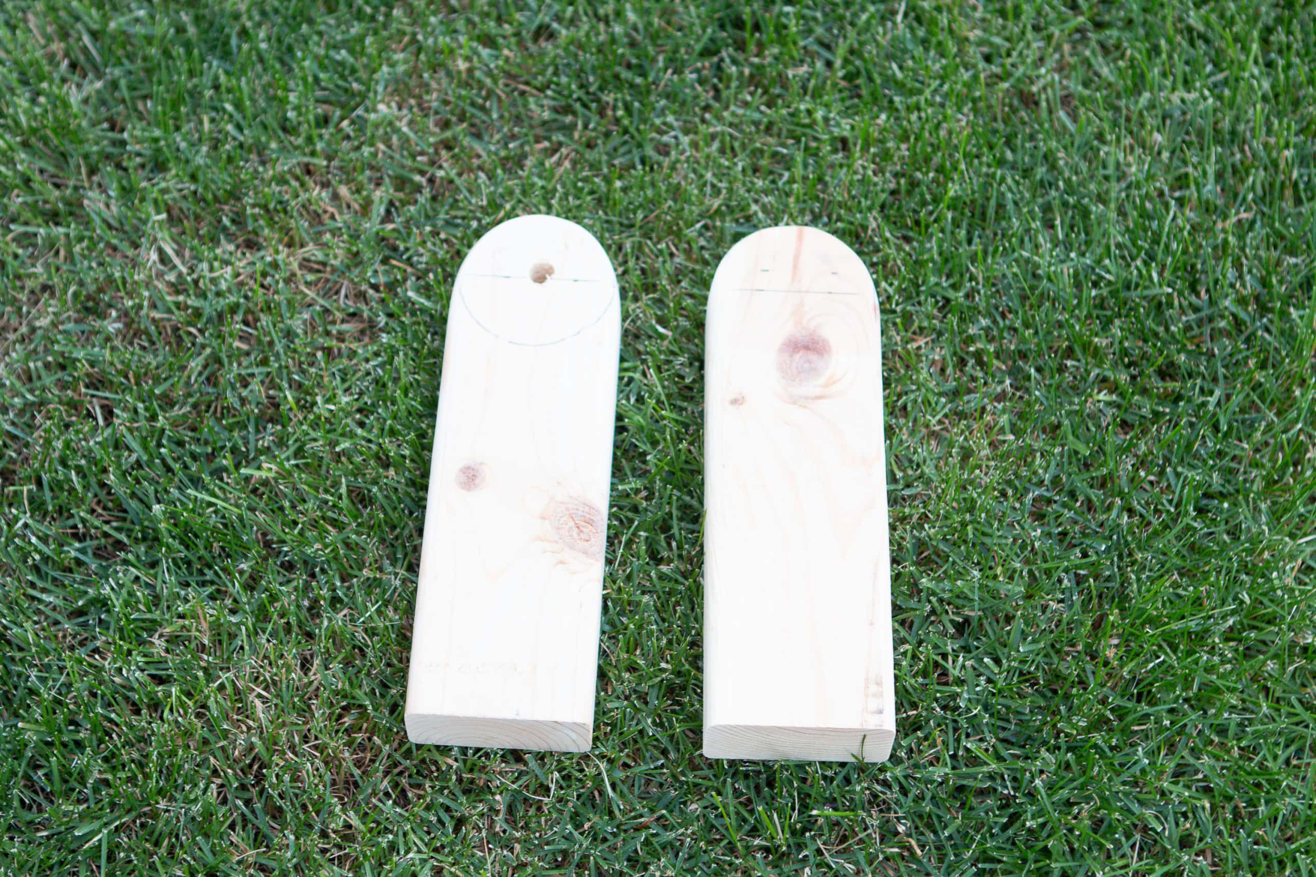 How to make legs for cornhole boards