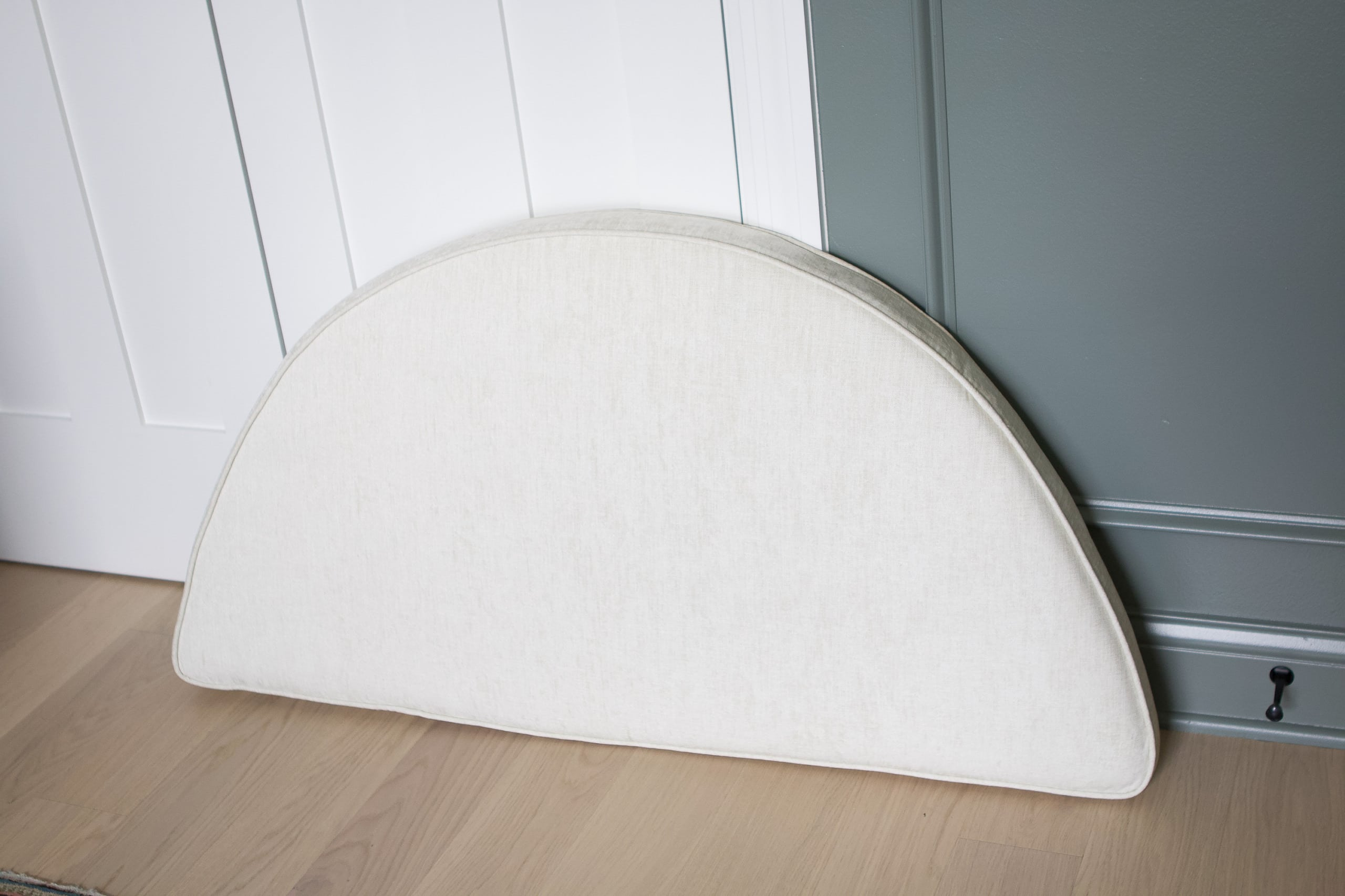 PIllow to cover arched window