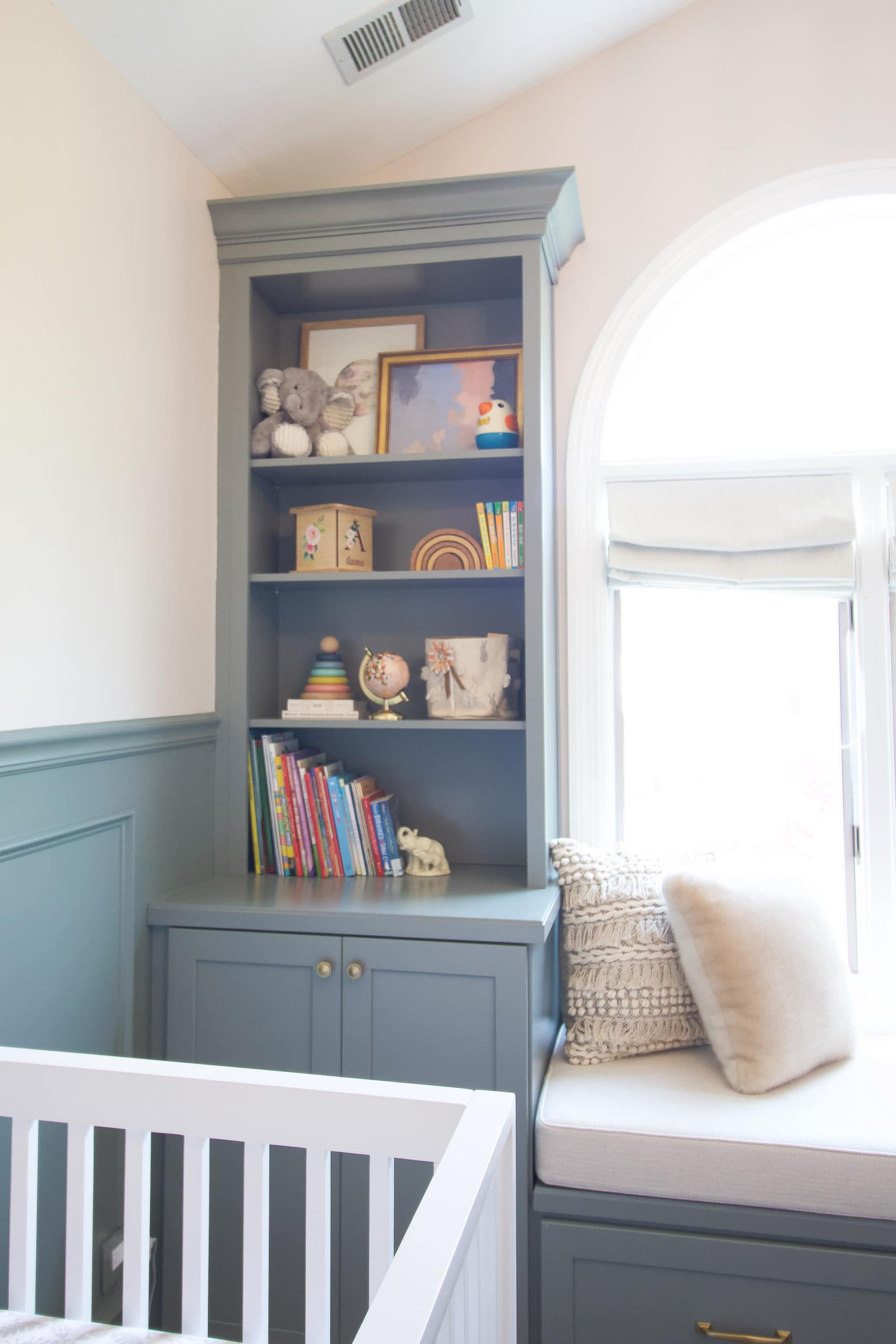 Tips to style shelves in a nursery or kid's room