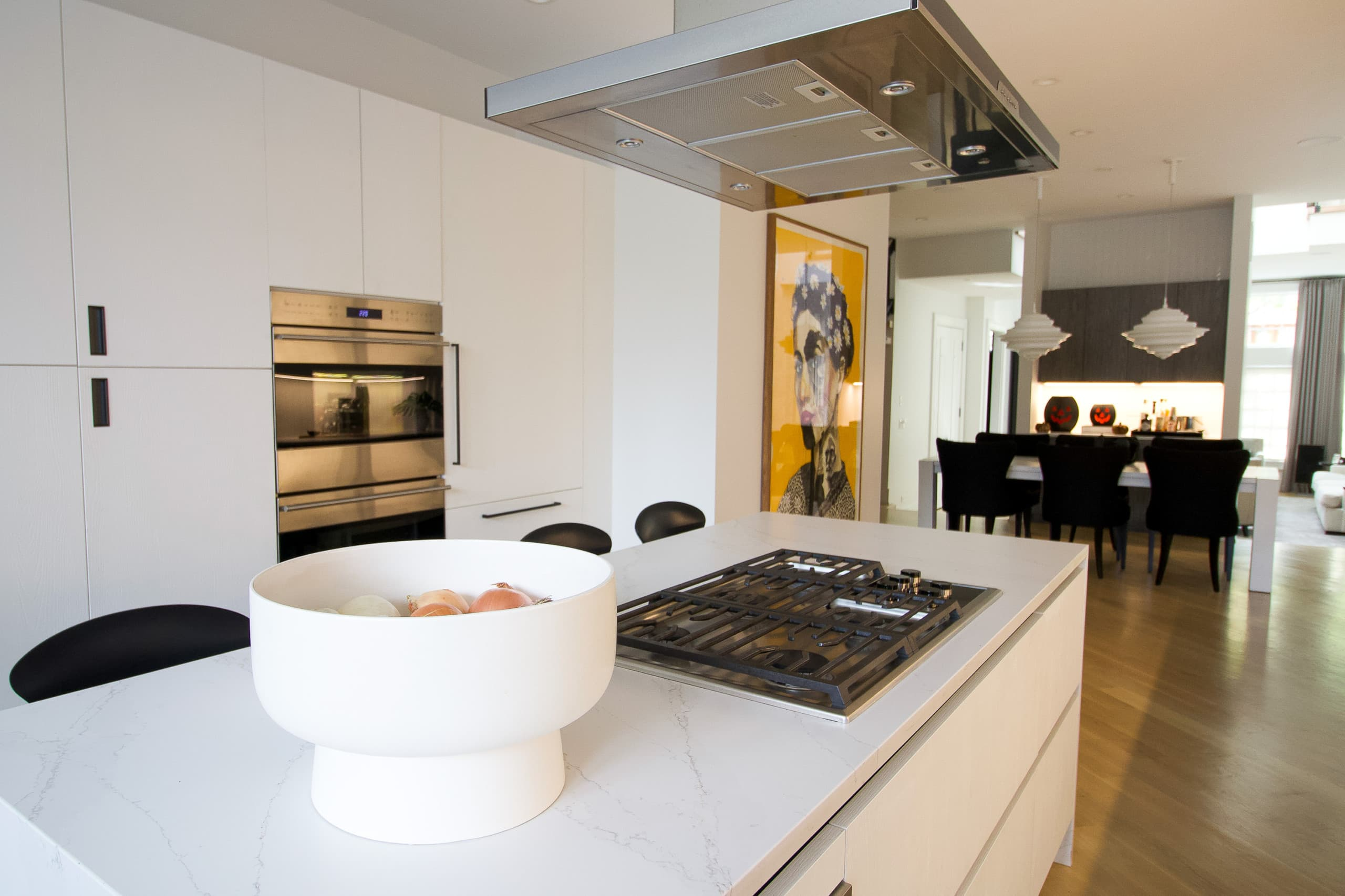 Range in the island in this modern home