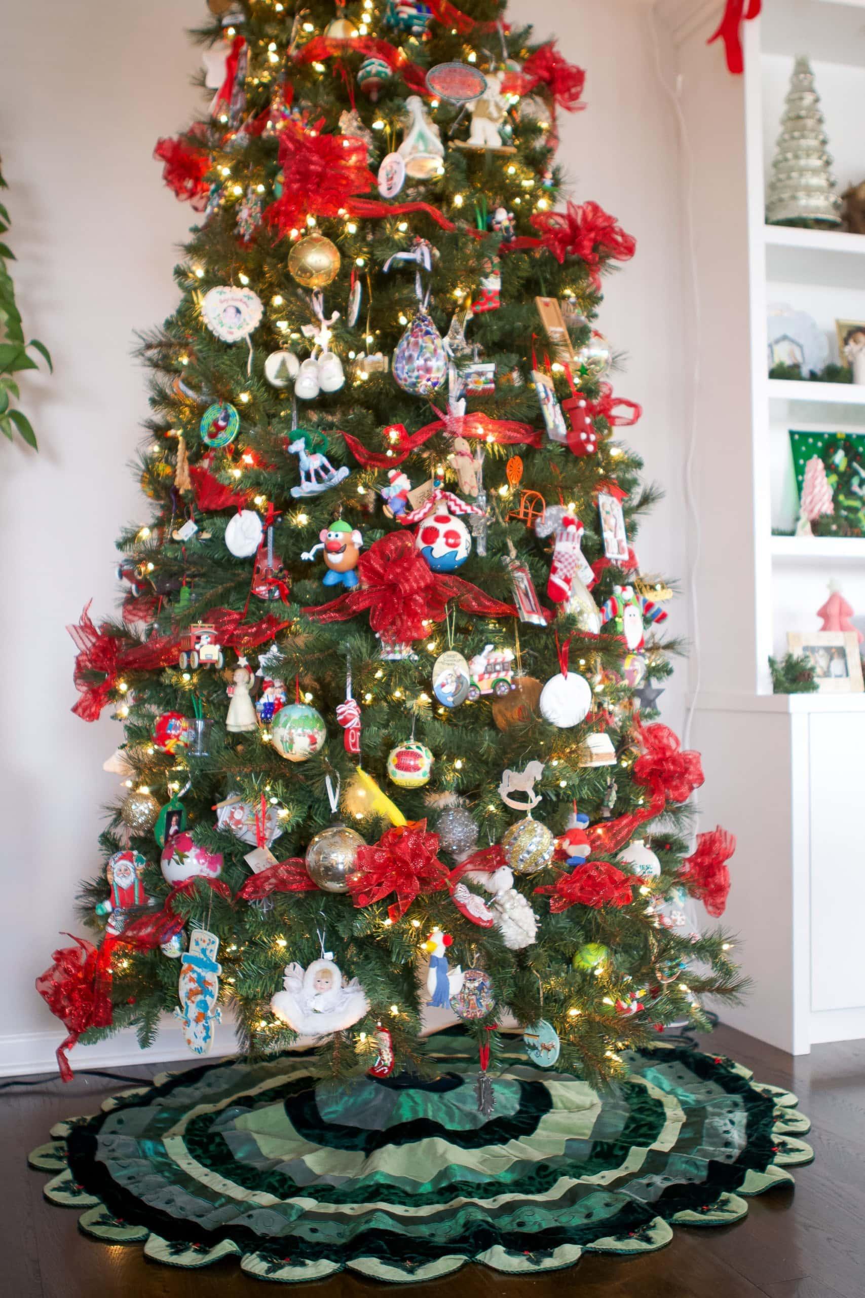 My mom's traditional christmas home tour