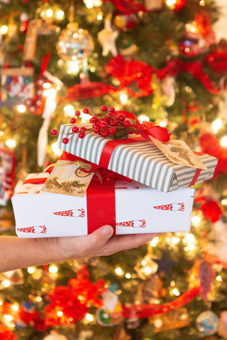 Tips to wrap gifts this holiday season