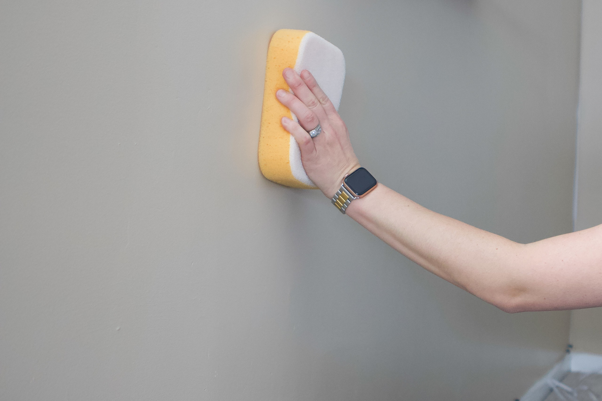 Wipe the wall with a sponge