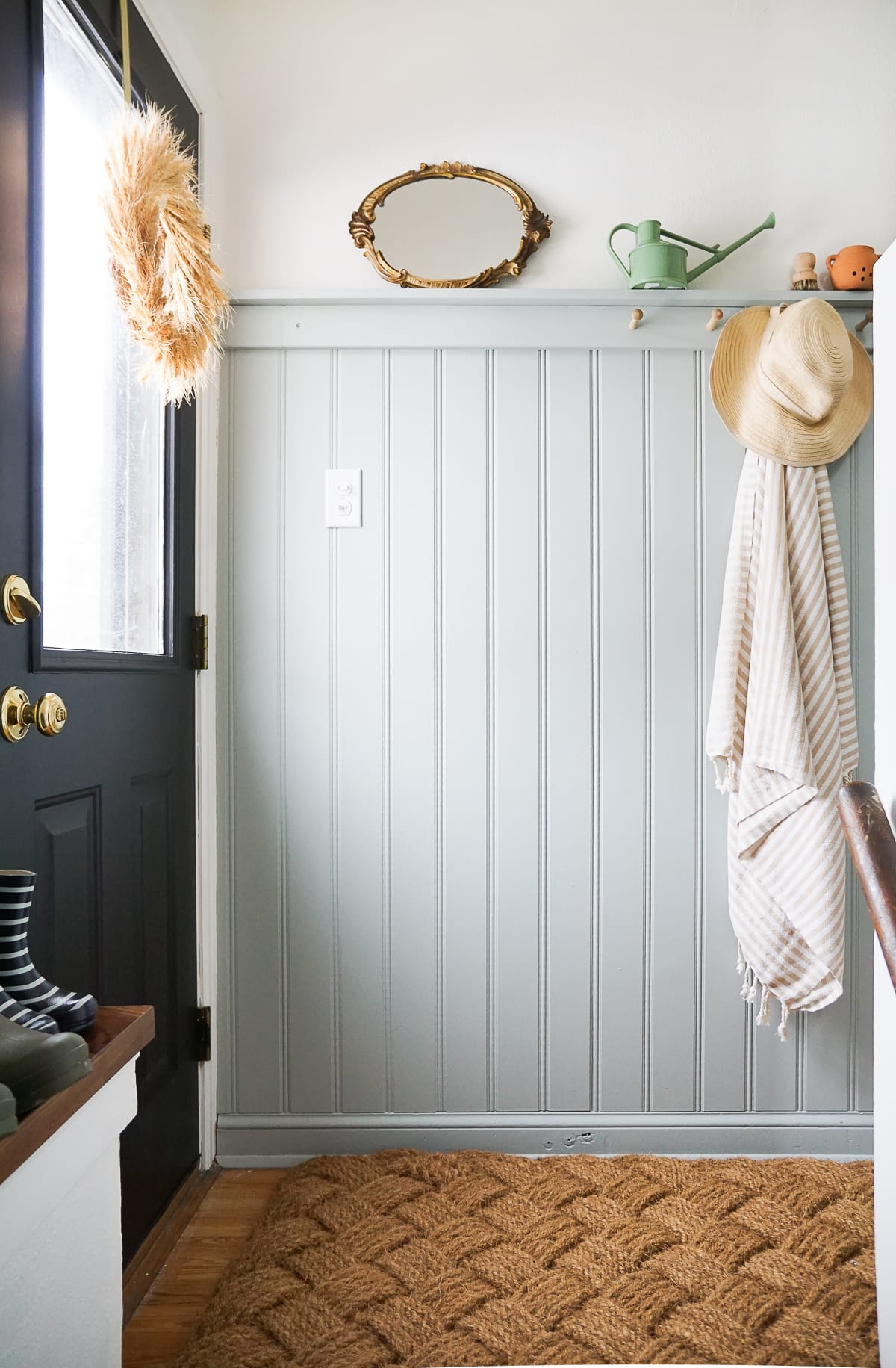 Tips to create an organized entryway