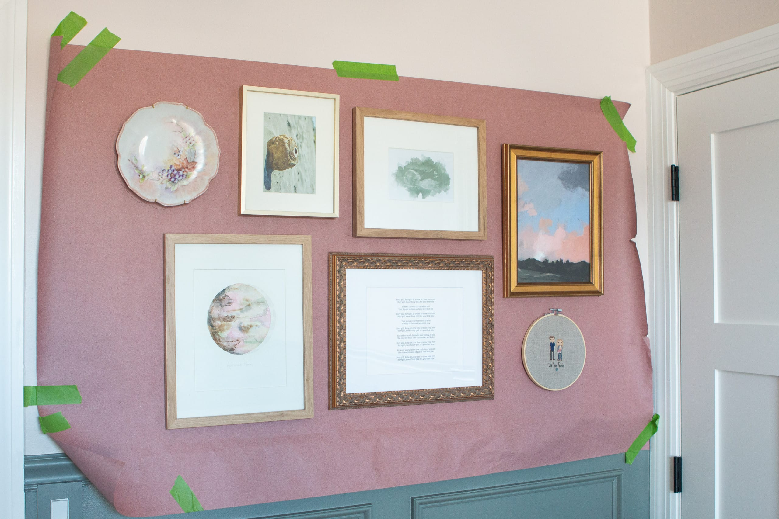 Tips to hang a gallery wall