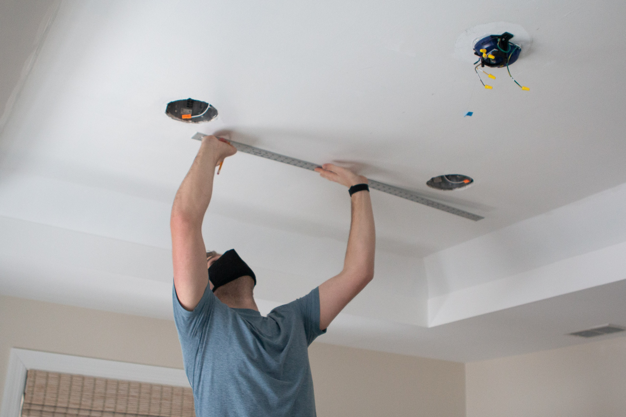 Drawer a straight line across the ceiling