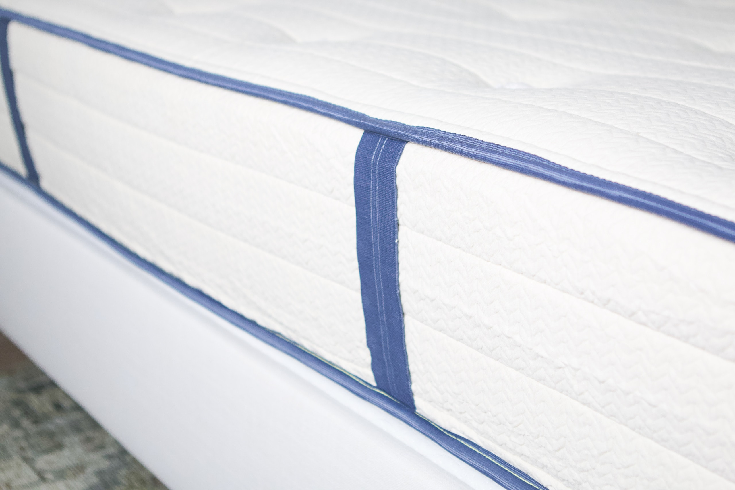 Handles on the side of the mattress