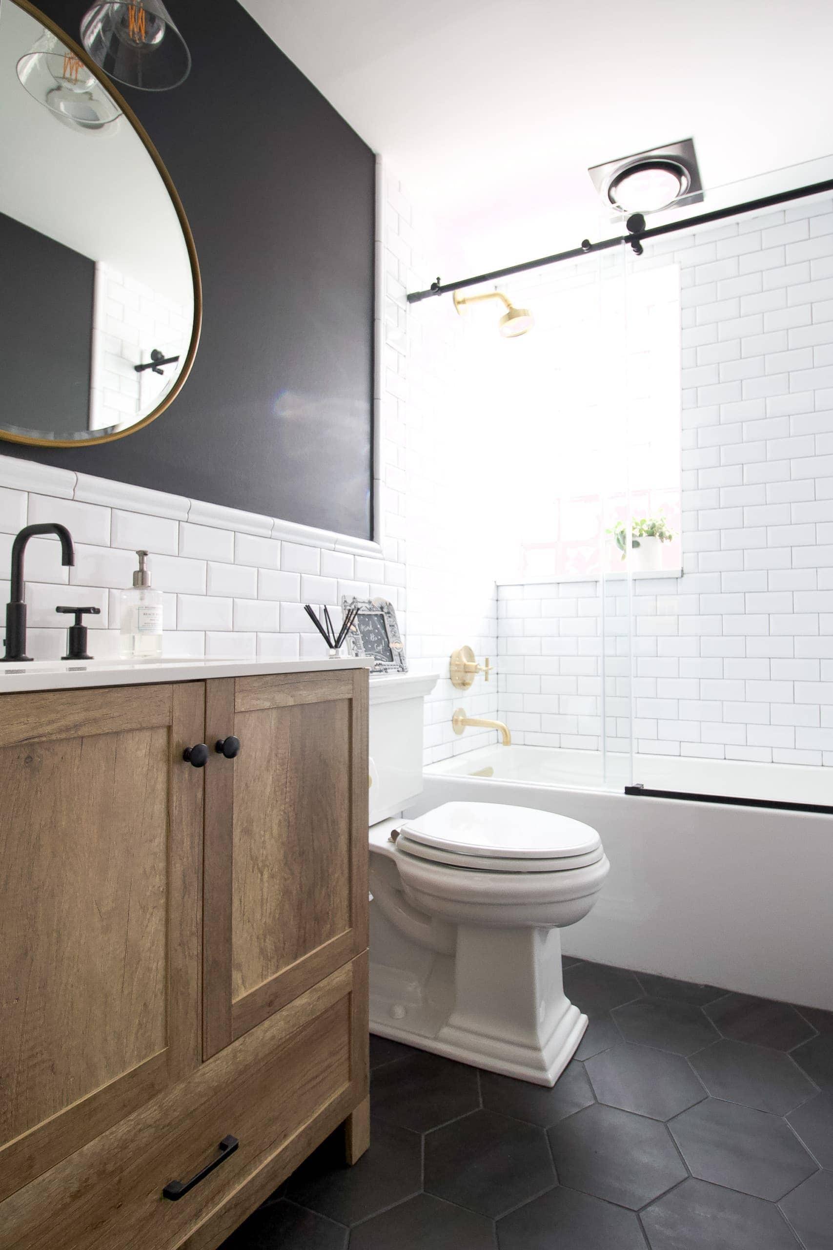 Liz's black and white bathroom