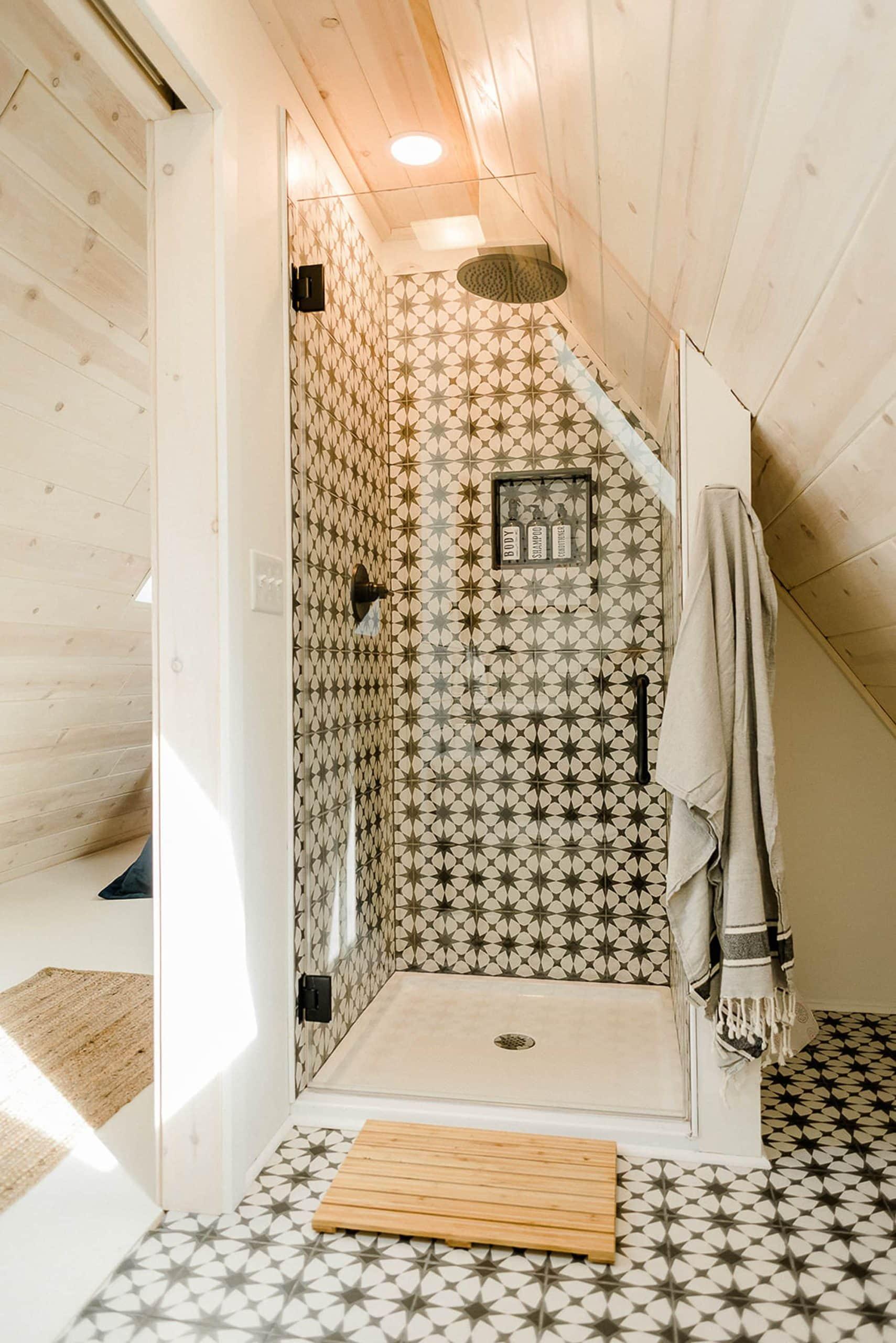 Bold shower tile