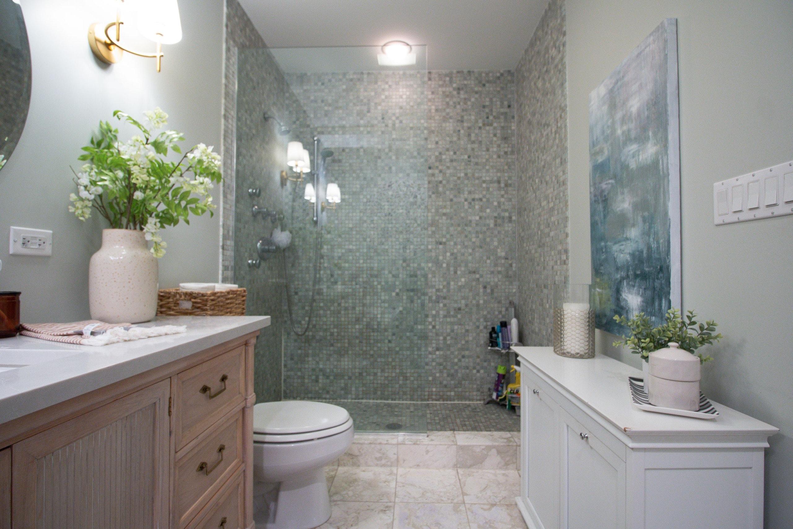 Main bathroom ready for demo