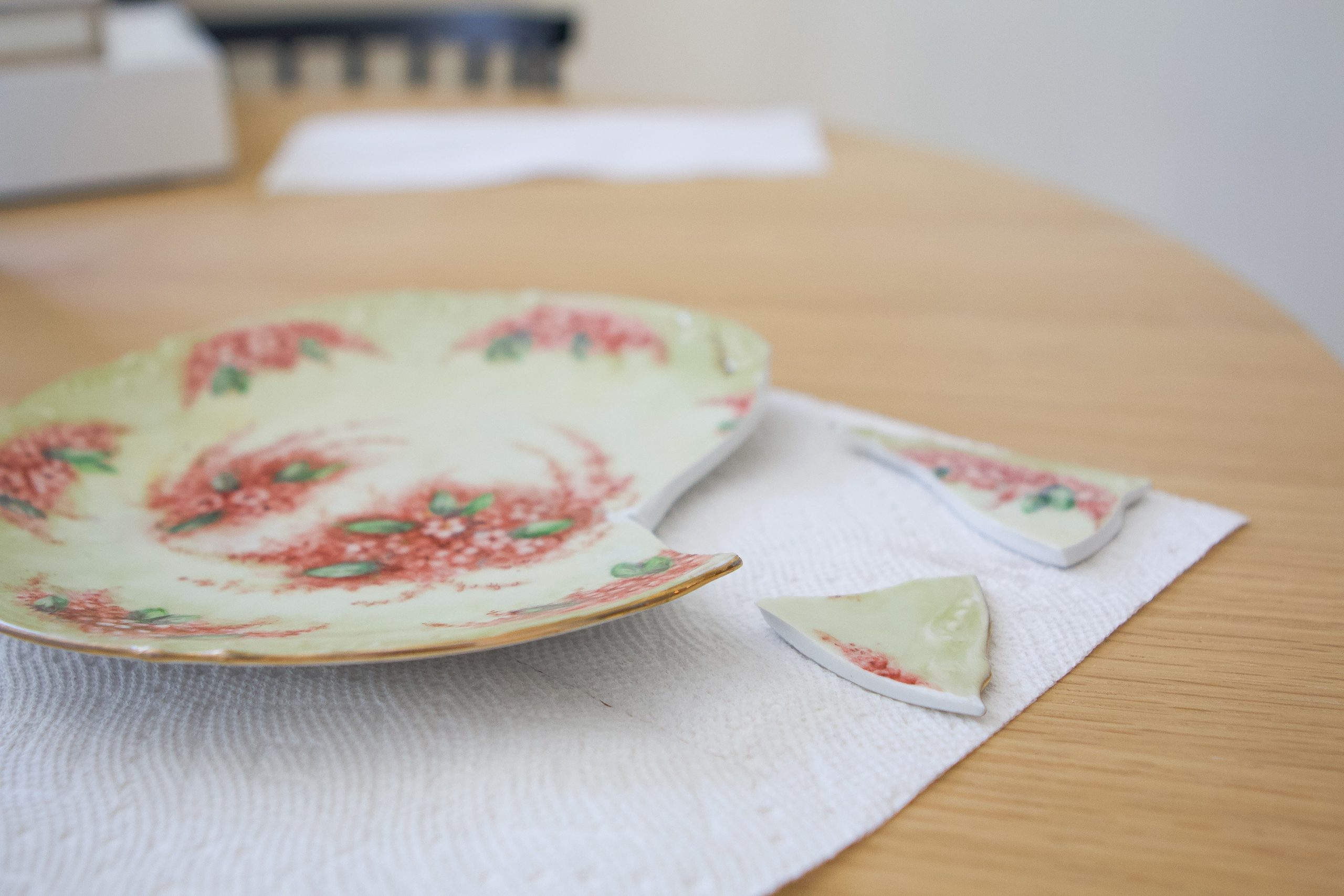 How to fix a broken plate with super glue