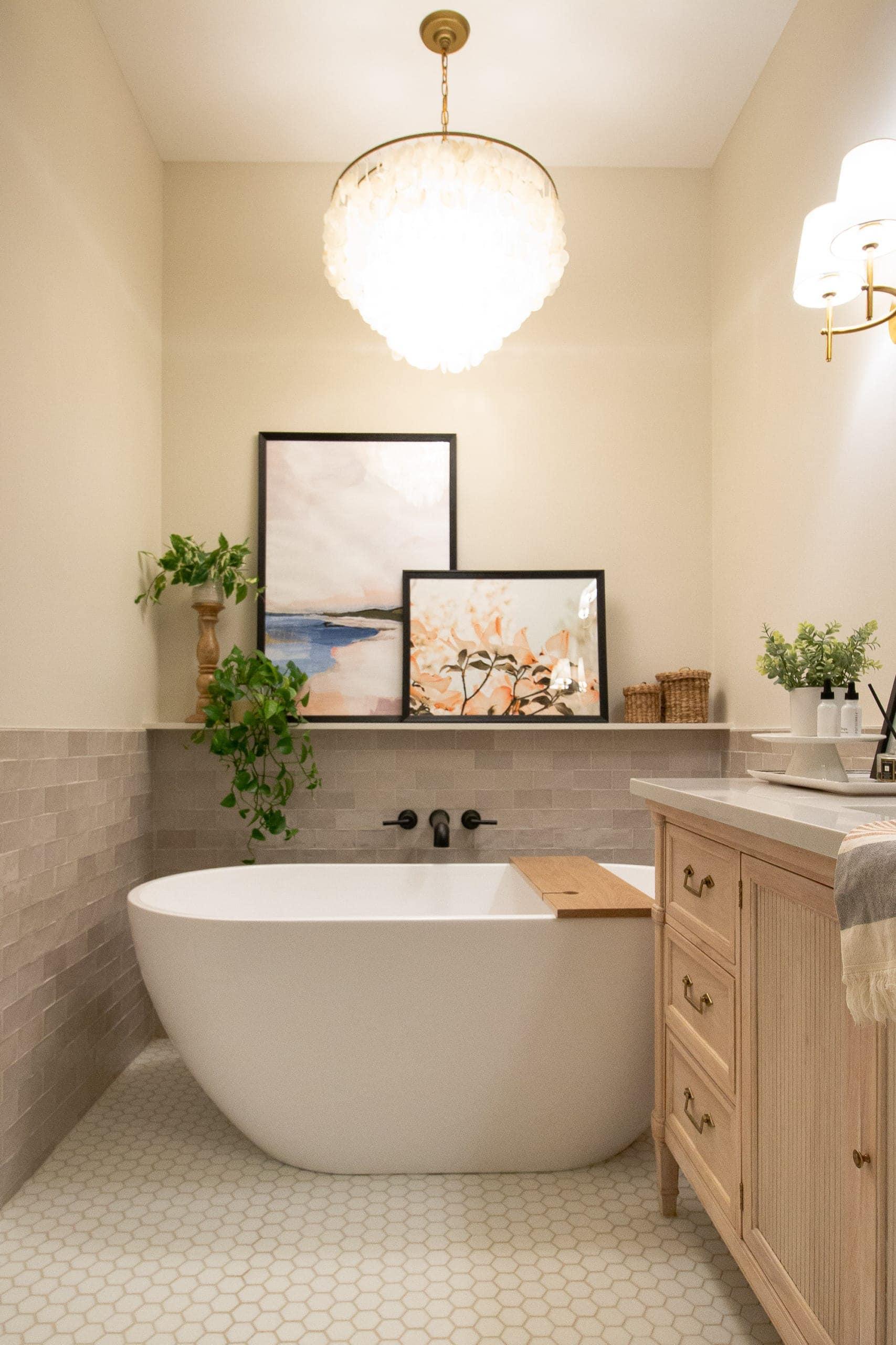 Jan's main bathroom freestanding tub