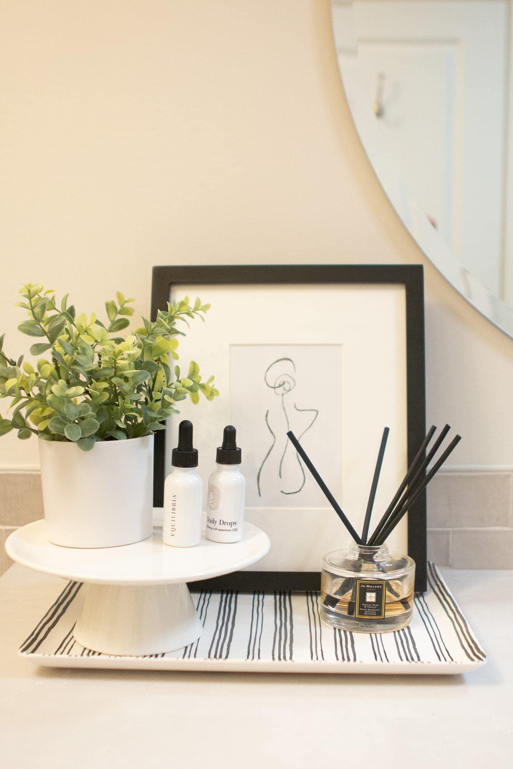 Jan's main bath vanity decor